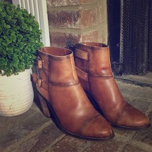 Jessica Simpson Brown Distressed Booties